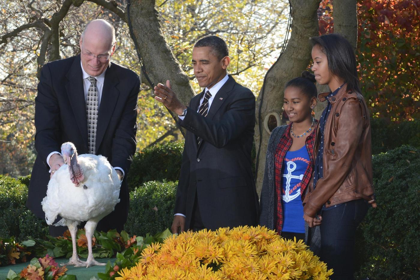 Obama e le figlie cerimonia per il thanksgiving day01