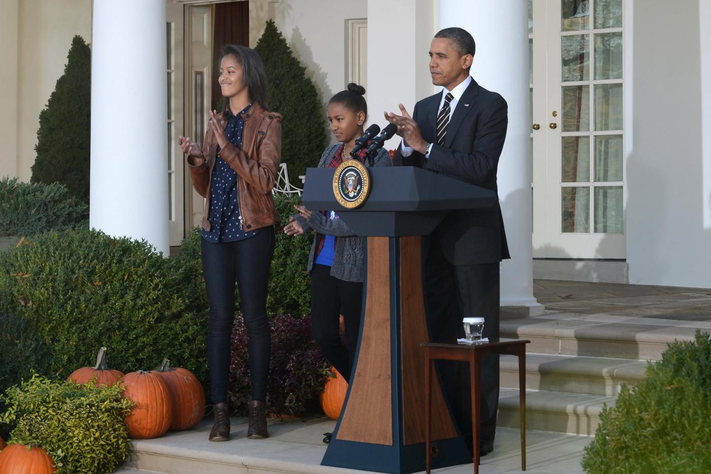 Obama e le figlie cerimonia per il thanksgiving day04