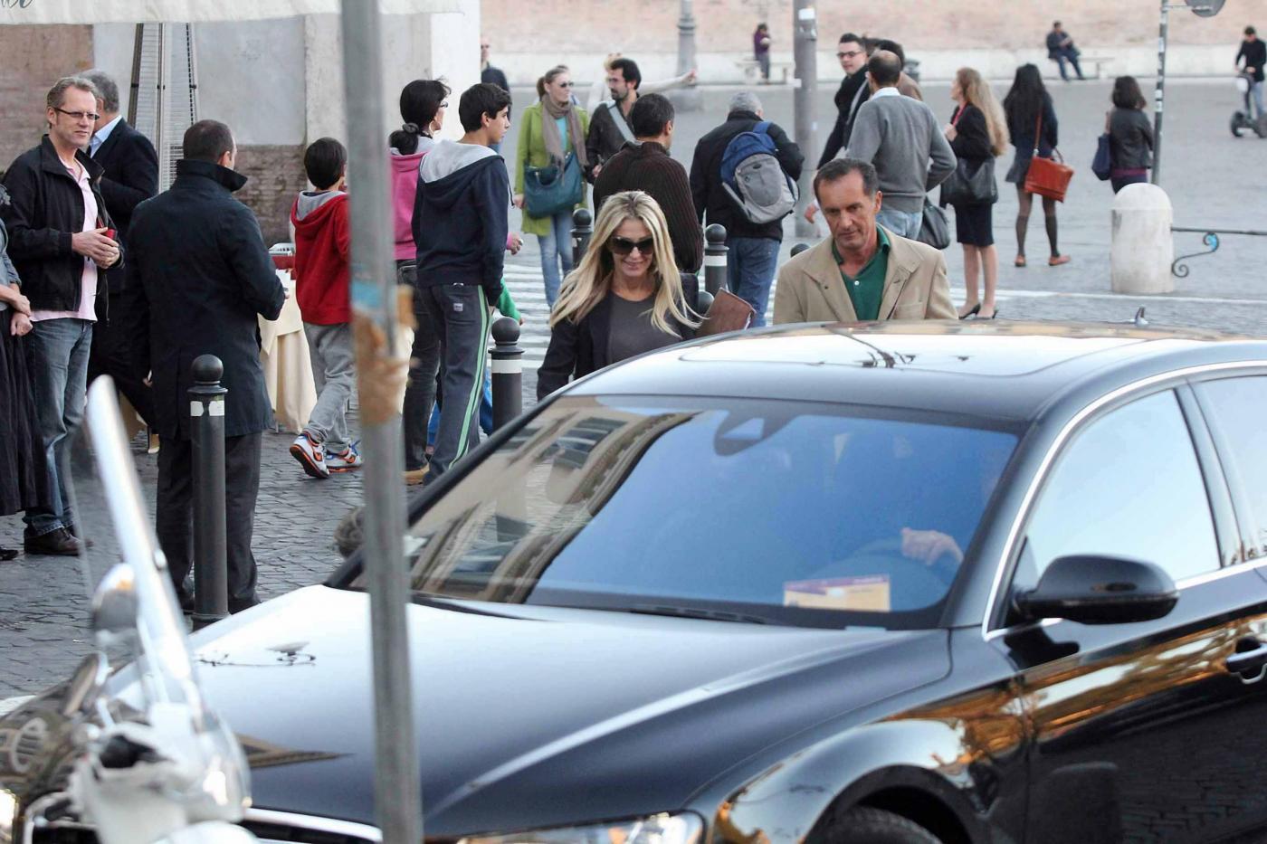 Roma, Paola Ferrari con amico03