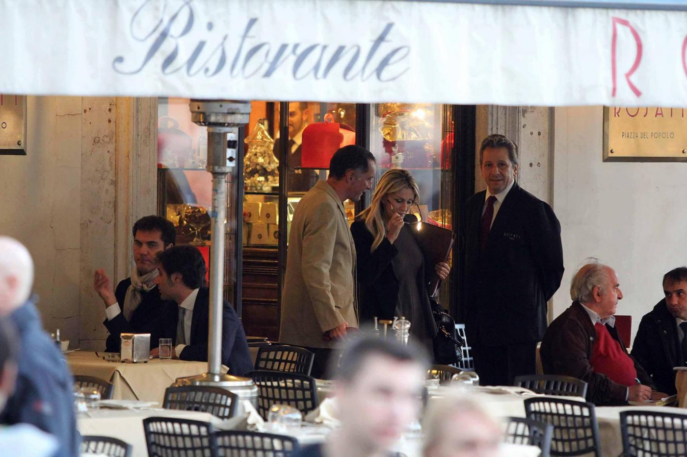 Roma, Paola Ferrari con amico05