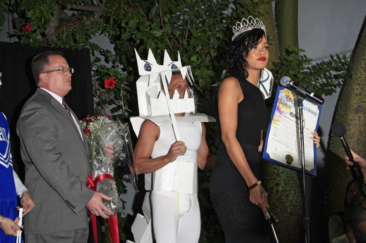 Rihanna incoronata regina di Halloween03