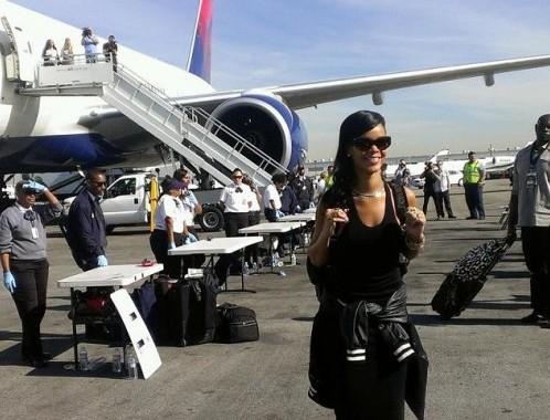Rihanna a bordo dell'aereo 04