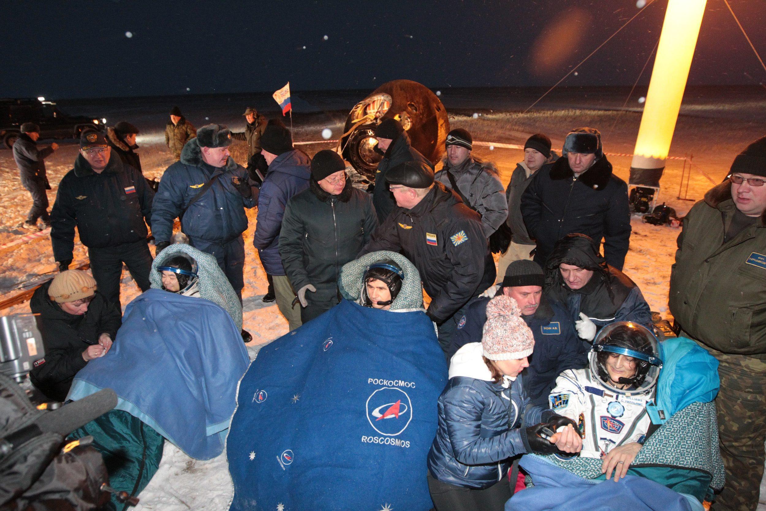 Landing of Soyuz 008