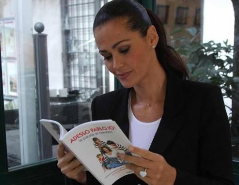 Samantha De Grenet con il suo libro ''Adesso parlo io''05