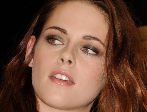 Kristen Stewart scaricata perché troppo dipendente da Robert Pattinson