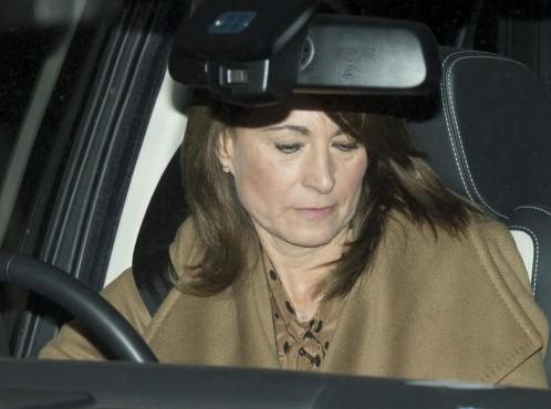 "Kate Middleton, madre Carol criticata: ""Foto preoccupanti on line"""