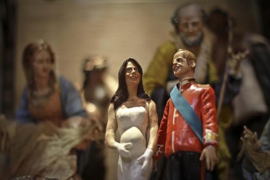 Kate e William statuine al presepe napoletano 015