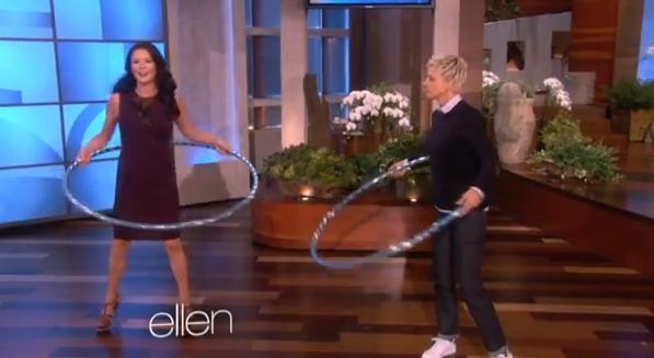 Catherine Zeta-Jones maestra di hula hoop