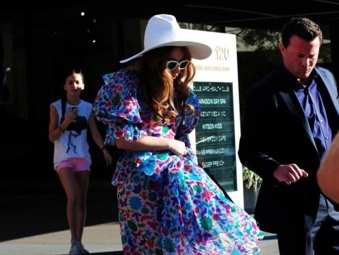 Lady Gaga, coloratissima fa shopping da Kitson Kids04
