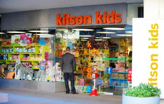 Lady Gaga, coloratissima fa shopping da Kitson Kids03