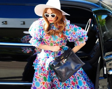 Lady Gaga, coloratissima fa shopping da Kitson Kids02