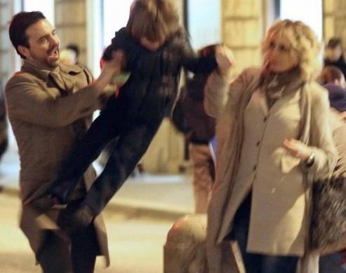 Roma, Brigitta Boccoli shopping con il compagno e il figlio03