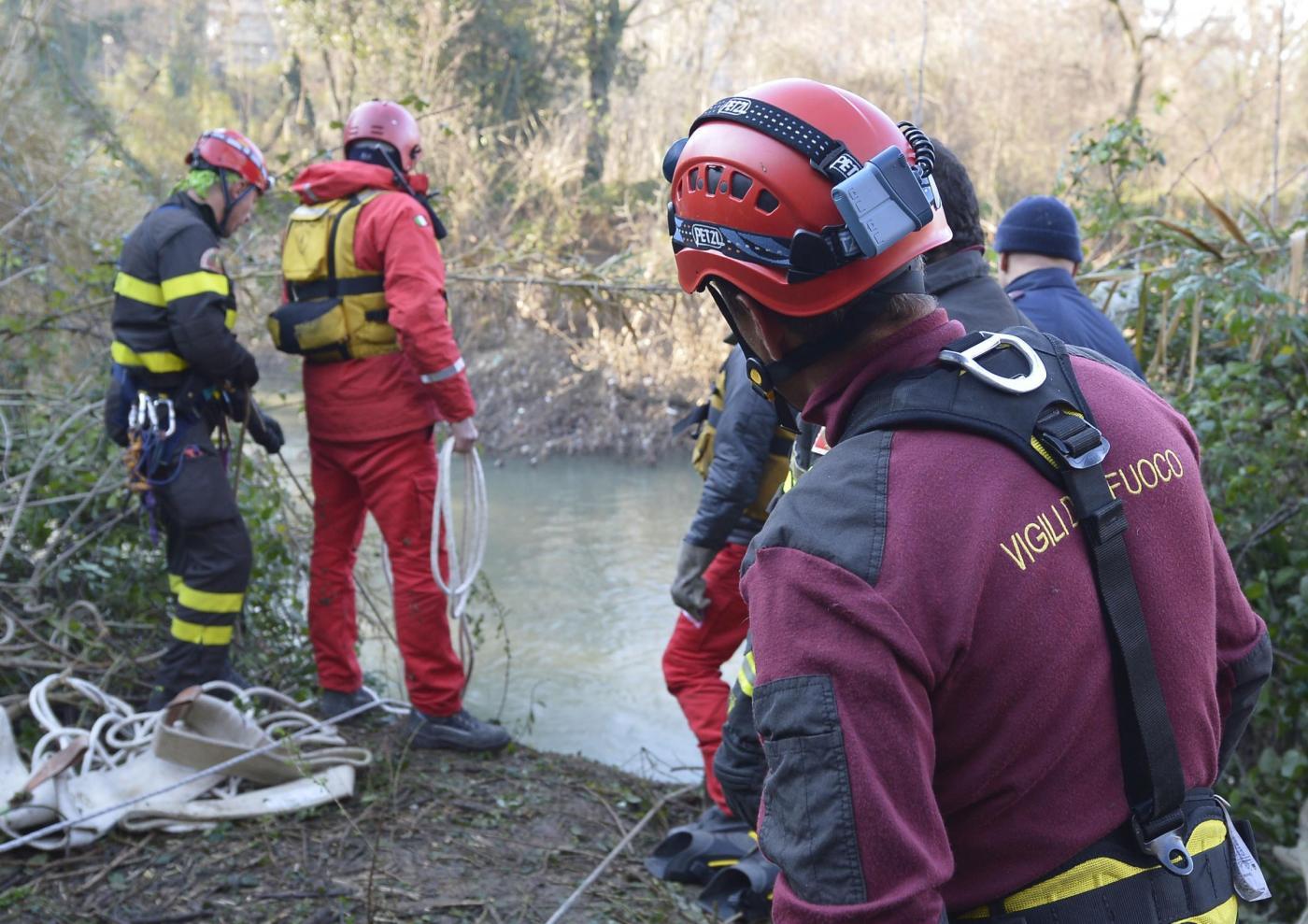 Roma: Salvataggio cavallo nel fiume Aniene17