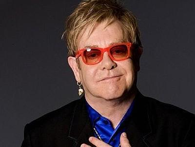 Elton John sarà presto operato di appendicite: tour saltato