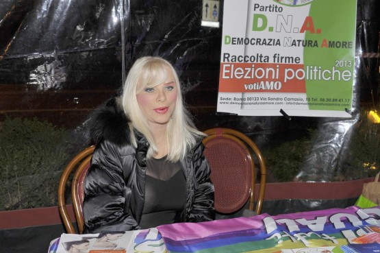 Presentazione nuovo partito D.N.A di Ilona Staller02
