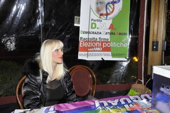 Presentazione nuovo partito D.N.A di Ilona Staller01