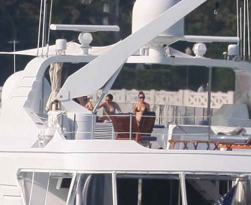 Jennifer Lopez in barca03