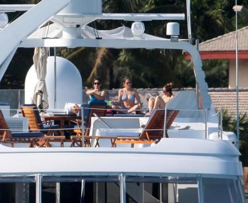 Jennifer Lopez in barca01
