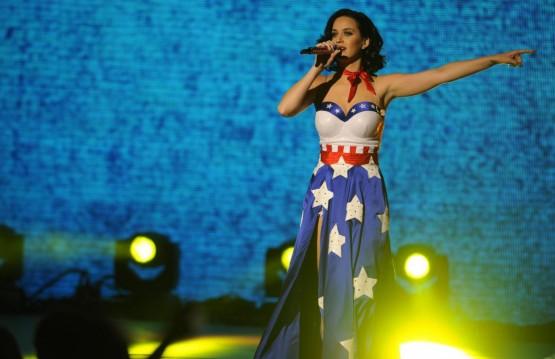 Katy Perry canta per Obama con l'abito a stelle e strisce 09