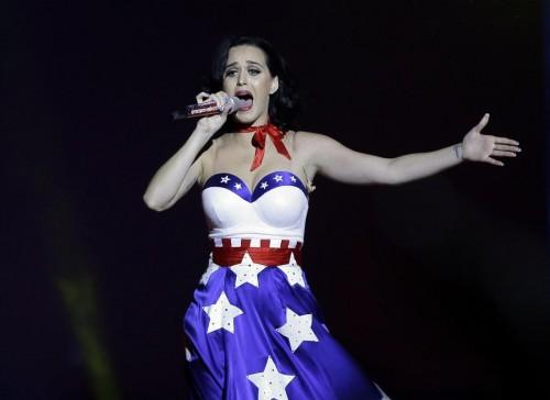 Katy Perry canta per Obama con l'abito a stelle e strisce 07