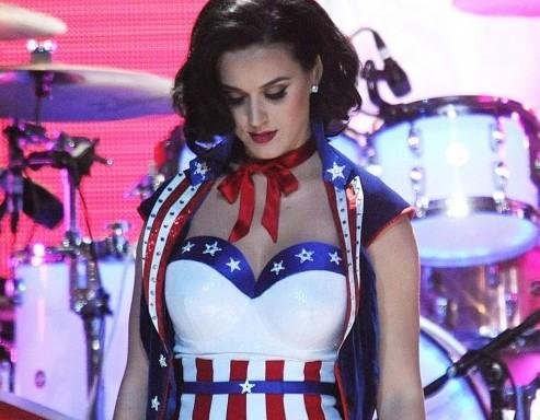 Katy Perry canta per Obama con l'abito a stelle e strisce 02