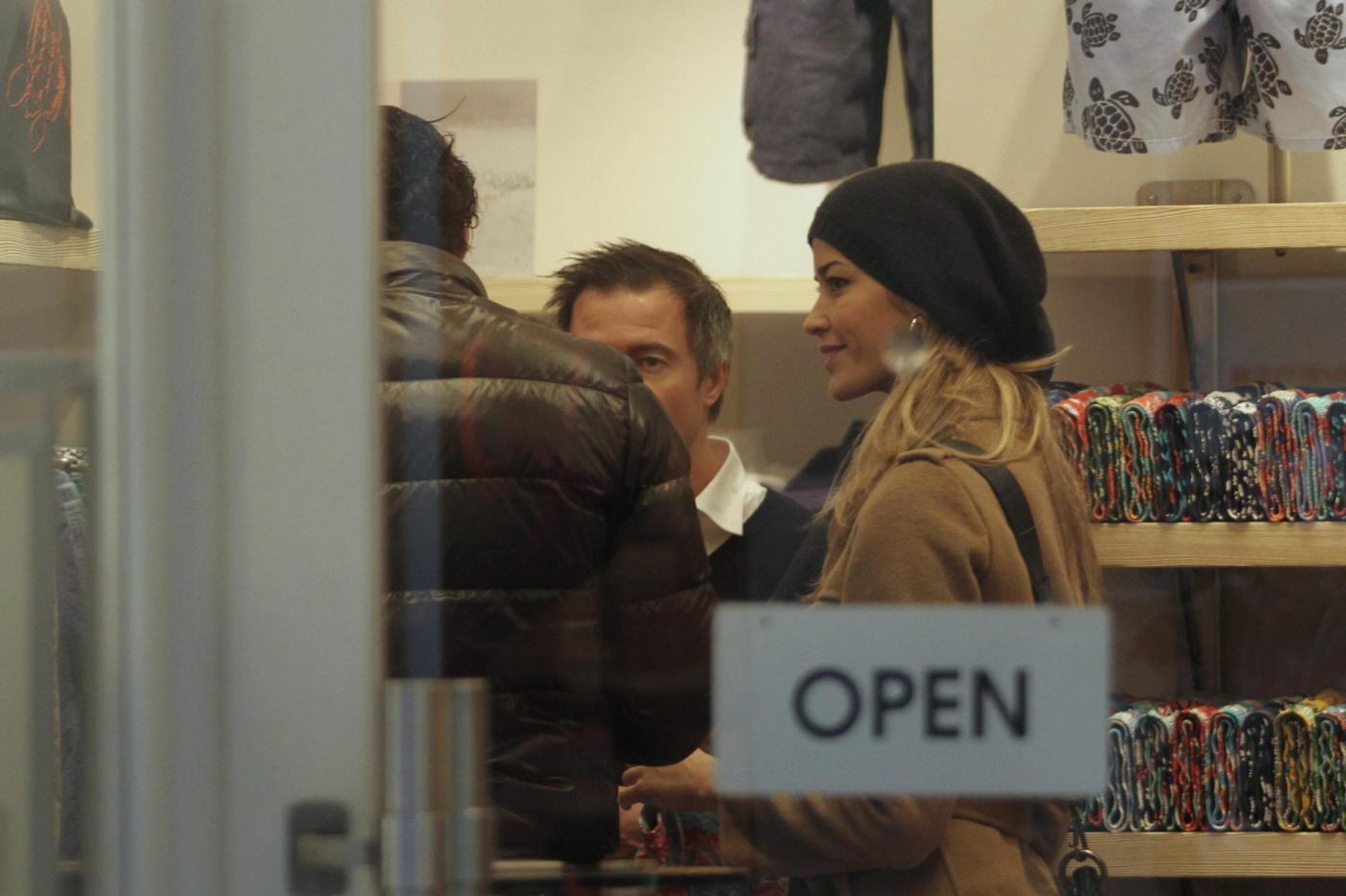 Elena Santarelli e Bernardo Corradi shopping a Milano006
