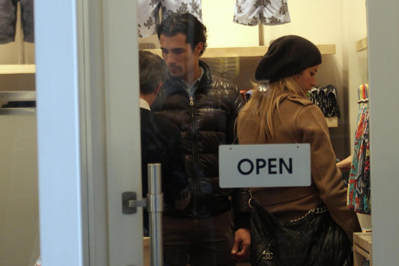 Elena Santarelli e Bernardo Corradi shopping a Milano004