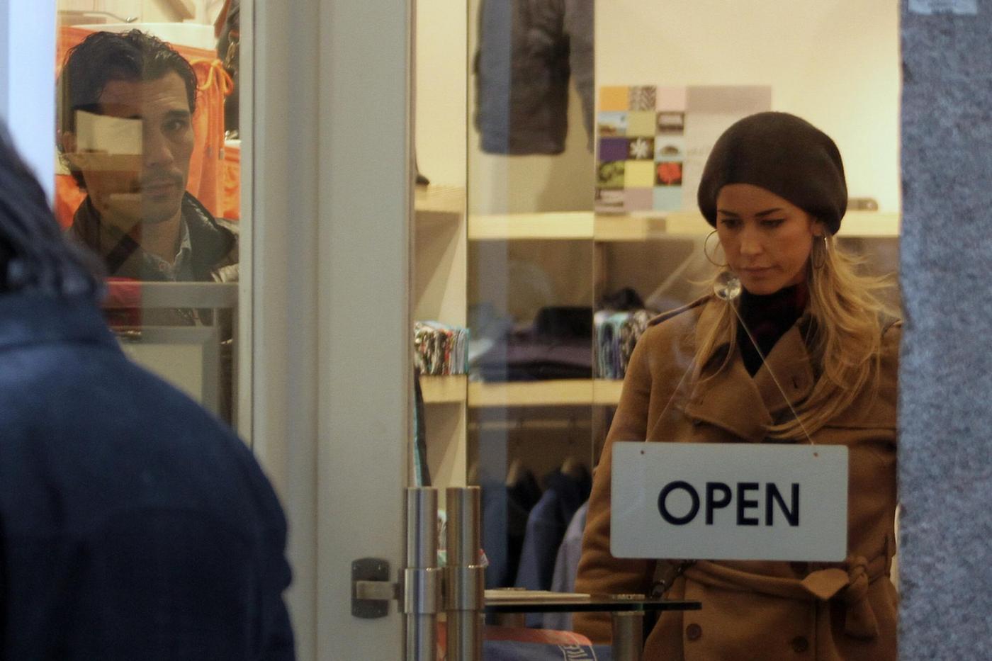 Elena Santarelli e Bernardo Corradi shopping a Milano003