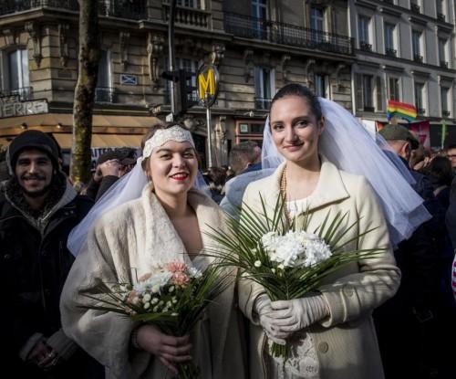 Parigi, manifestazione a favore dei matrimoni gay06