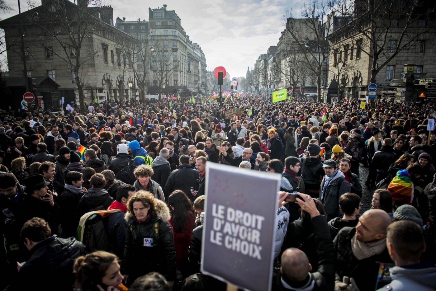 Parigi, manifestazione a favore dei matrimoni gay05