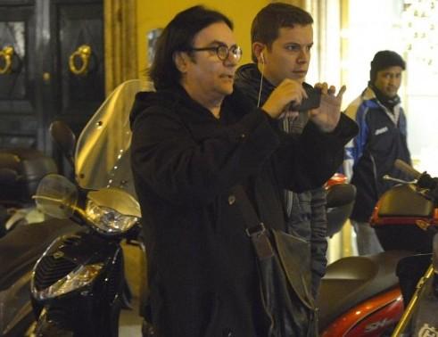 Renato Zero shopping in centro a Roma03
