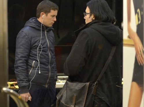 Renato Zero shopping in centro a Roma01