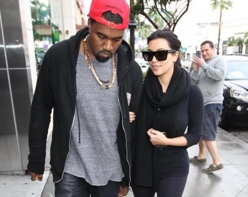 Kanye West, lite con un paparazzo all'aeroporto di Los Angeles