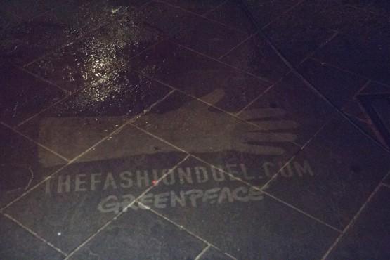 Greenpeace, clean graffiti a Milano07