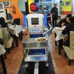 I robot che servono al ristorante in Cina 01