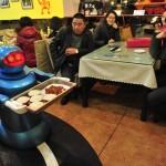 I robot che servono al ristorante in Cina 03