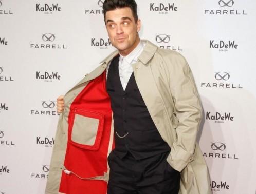 """Robbie Williams lancia """"Farrell"""", la sua linea di moda maschile04"""