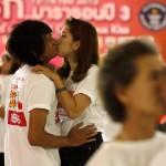 San Valentino, il bacio più lungo: nove coppie si sfidano in Thailandia04