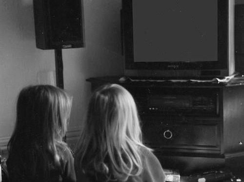 bambini guardano tv