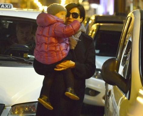 Luisa Ranieri shopping serale con la figlia Emma 01