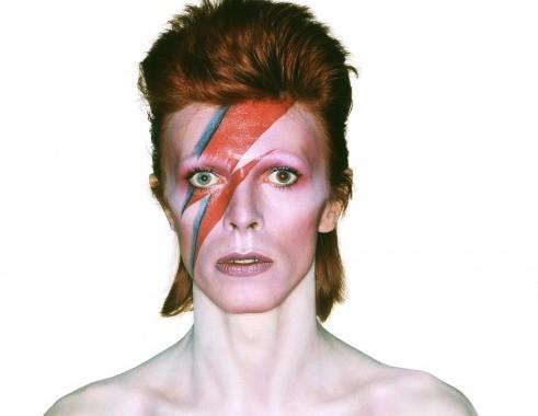 David Bowie, in mostra al Victoria & Albert di Londra spartiti e abiti 03