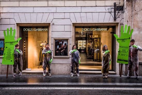 Greenpeace, guanto verde contro la moda01