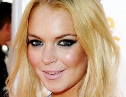 Lindsay Lohan cade a Ischia per fuggire ai paparazzi