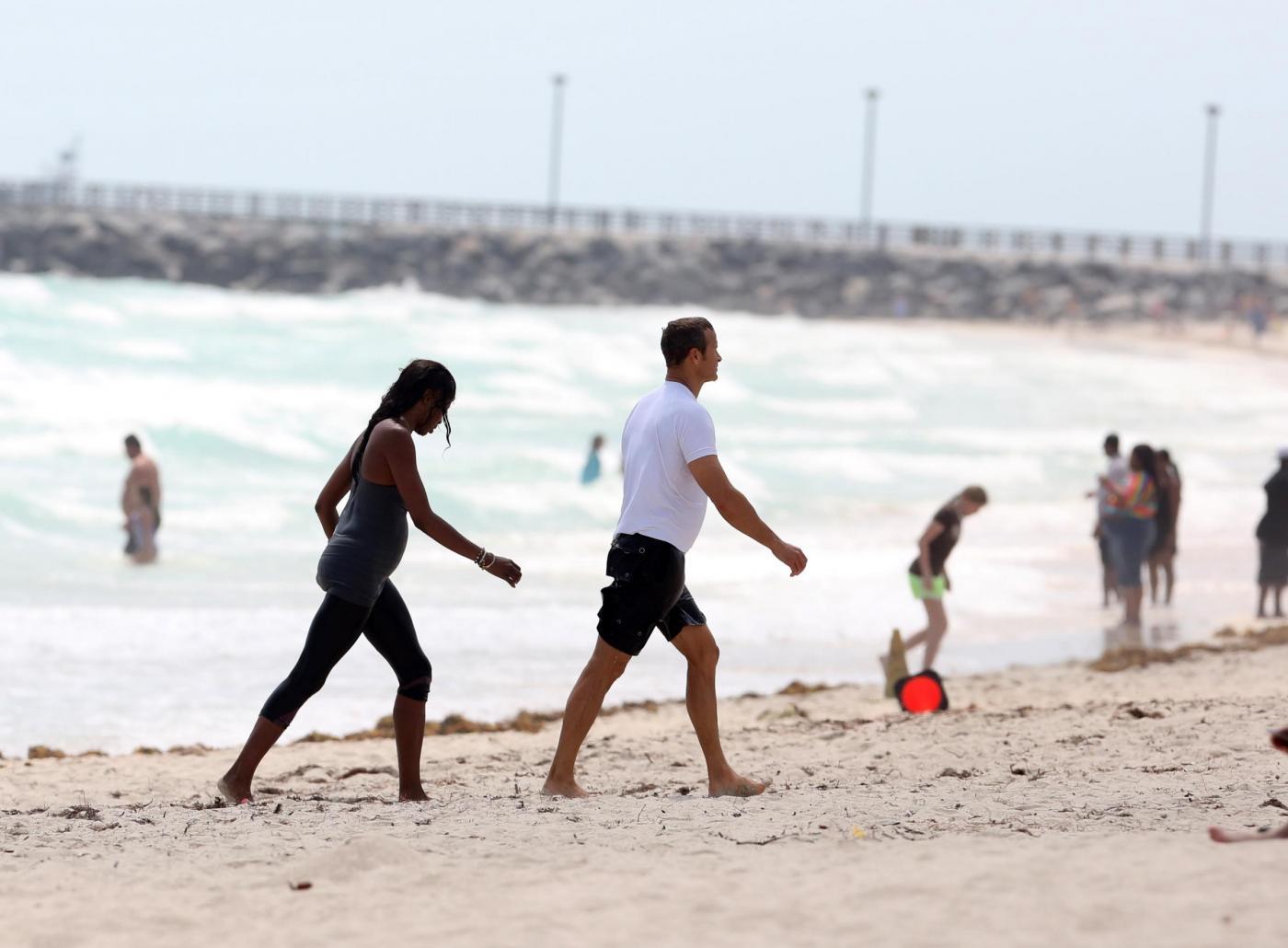 Naomi Campbell e Vladimir Doronin, jogging sulla spiaggia di Miami 05