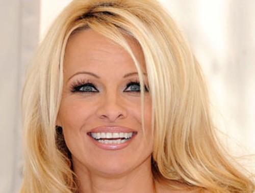 """Pamela Anderson: """"Molestata a 6 anni. A 15 mi violentarono…"""""""