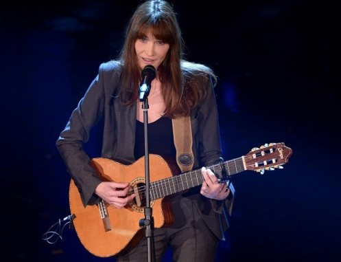 Carla Bruni versione popstar: jeans, stivali e primo tour Usa