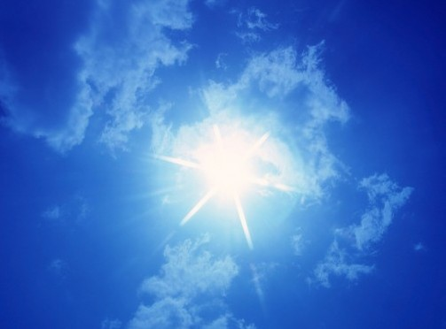 Prendere troppo sole fa male, ma evitarlo del tutto causa guai peggiori