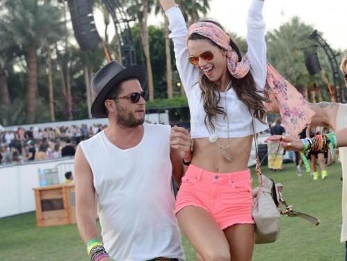 Alessandra Ambrosio hippy al Coachella Festival04