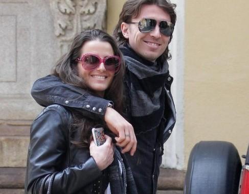 Cristina De Pin e Riccardo Montolivo a passeggio per Milano01