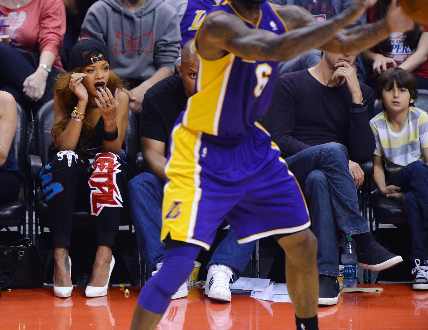 Theme.... You Asian lady courtside lakers